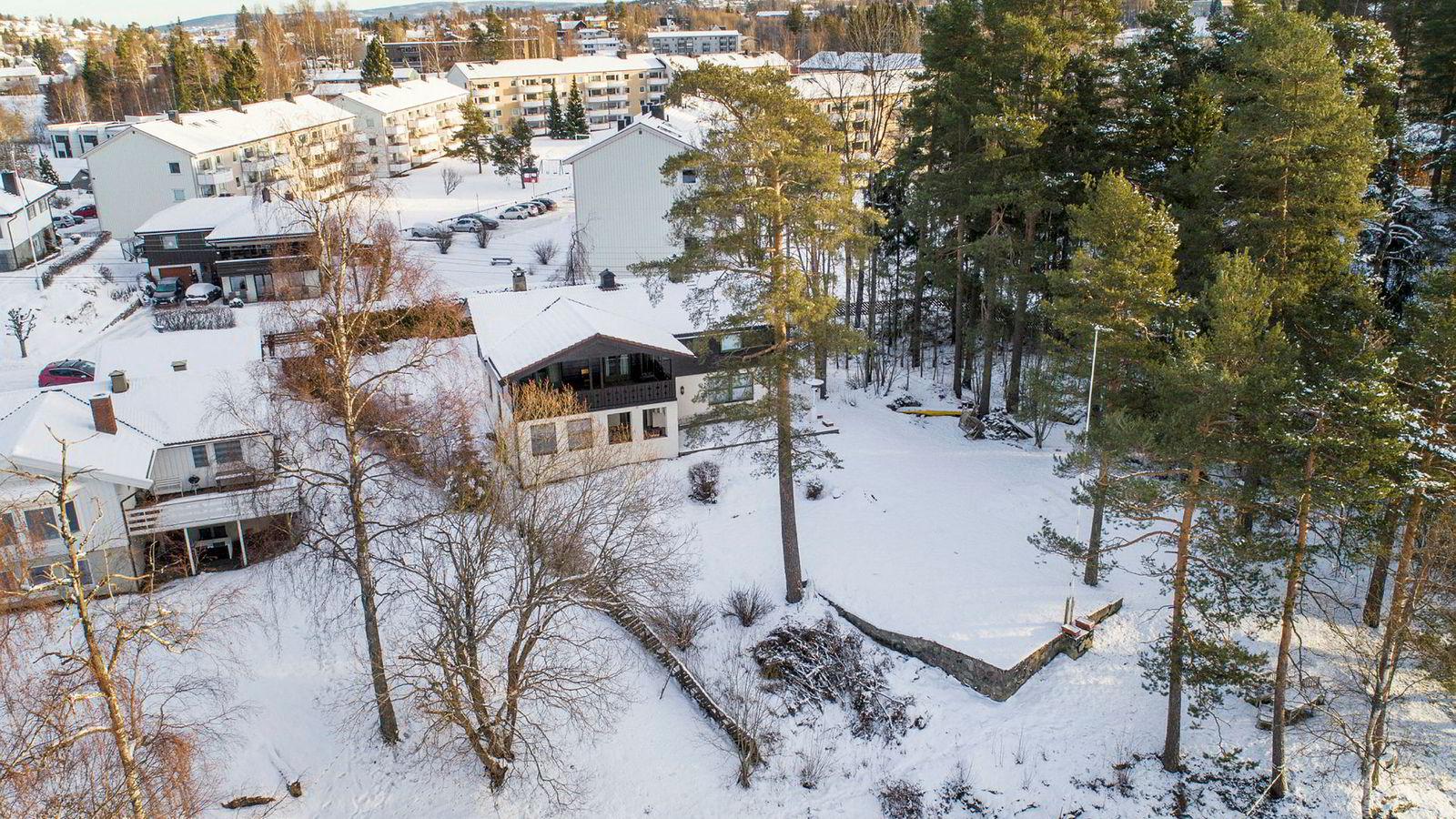 Nabo skal ha observert to fiskere med telelinse i nærheten av Anne-Elisabeth Falkevik Hagens hjem på Fjellhamar i Lørenskog i dagene før hun forsvant.