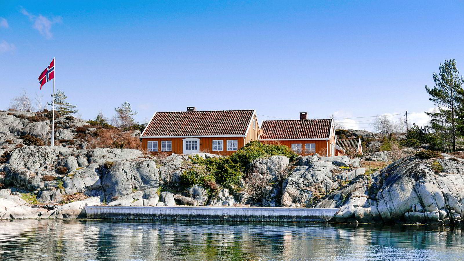 Eiendomsmilliardær Jonas Ramm har kjøpt en 17 mål stor strandeiendom på Stuttsholmen i Kragerø for 29,9 millioner kroner.