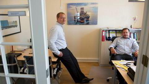 Administrerende direktør Dag Frigstad i Frigstad Offshore (t.v ) tror riggmarkedet er på vei oppover og vil bestille en ny rigg fra skipsverft i Asia. Her med tidligere administrerende direktør Øystein Bondevik.