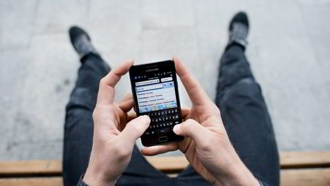 Mobiltelefon er det mediet som øker mest, og mange sjekker eposten rett før og etter de sovner. Det kan gi dårlig søvn og helse