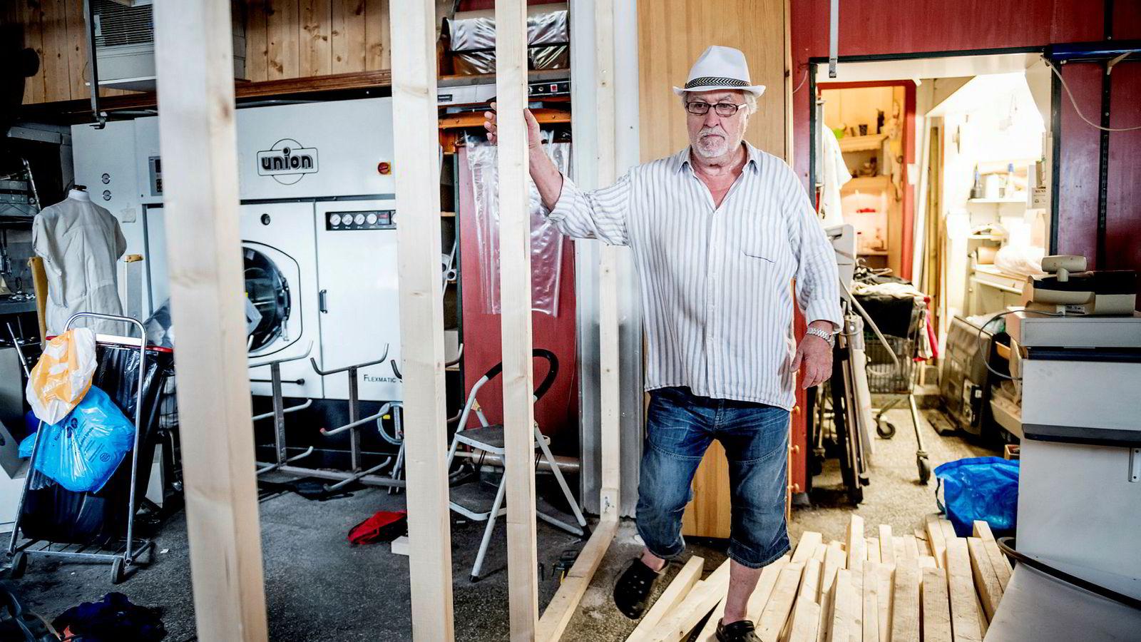 Odd Finsberg drev Oslos eldste renseri, Volvat renseri på Majorstuen. Da han kom hjem fra sommerferie var lokalene blitt stengt av eieren, Lime-kjøpmannen Ali Asghar. Klær fra kunder og maskiner var stuet vekk og snekkere var i gang med å bygge om lokalene.