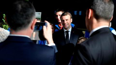 Frankrikes president Emmanuel Macron er på jordbrukskonferanse i Paris.