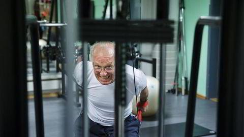 Som tidligere professor ved Handelshøgskolen BI, liker Jørgen Randers (71) å reise rundt og holde foredrag. Han trener for å holde seg sterk og kunne gjøre det han har lyst til i lang tid fremover. Foto: Per Thrana