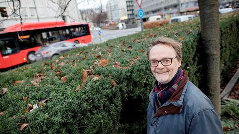 – Hvis forslaget om pensjon fra første krone blir vedtatt, vil det gi økte kostnader for bedriftene, noe som taler for at fagbevegelsen vil være innstilt på en lavere lønnsvekst, sier seniorforsker Knut Røed ved Frischsenteret.