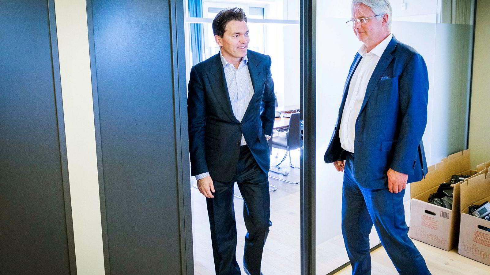Investor Arne Fredly (til venstre) eier 26,89 prosent av aksjene i tankrederiet Hunter Group. Her er han sammen med selskapets styreleder Henrik Christiansen etter en generalforsamling i mai 2018.