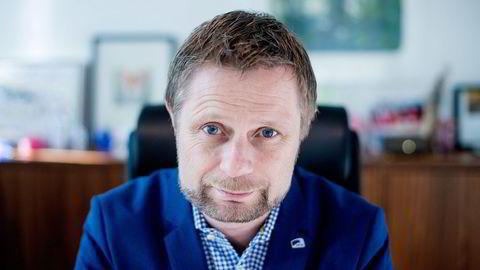 Helseminister Bent Høie   vil ikke gi pålegg til industrien