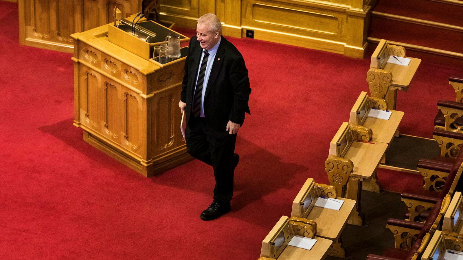 Landbruks- og matminister Bård Hoksrud (Frp) opplevde at ordene forsvant da han debuterte i Stortingets muntlige spørretime.