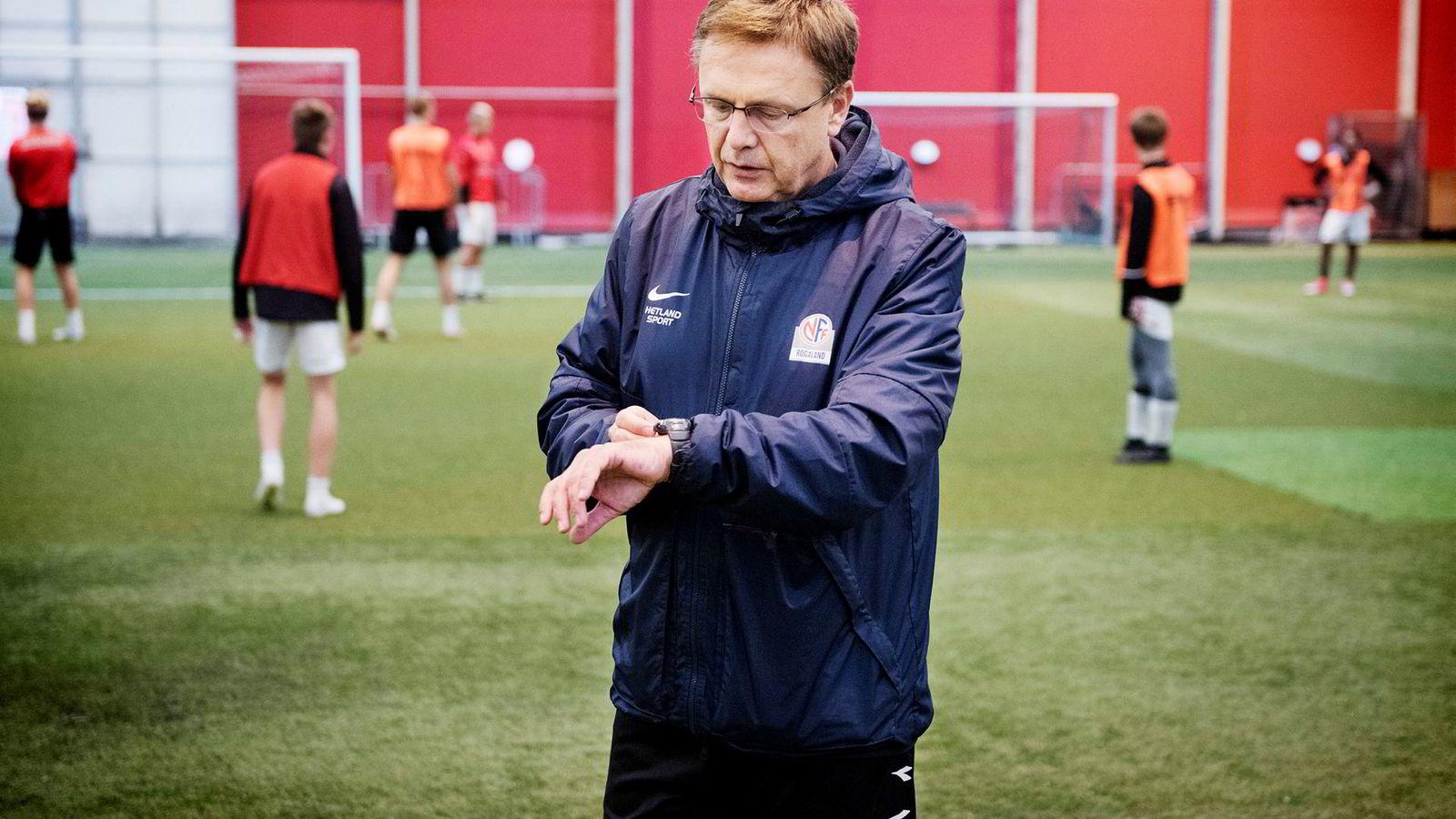 Alf Ingve Berntsen trente tvillingsønnenes fotball-lag fra de var 7–16 år, der flere av spillerne i ettertid har spilt på landslagsnivå eller blitt utenlandsproffer. Her trener han elever fra toppidrettslinjen ved Bryne videregående skole.