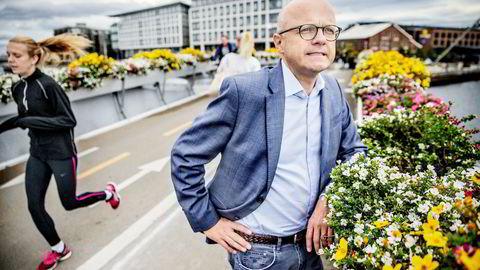Miljøvernminister Vidar Helgesen (H) mener MDG-leder Rasmus Hansson bør realitetsorientere seg om grønt skifte ved å reise til Kina eller California. Selv var Helgesen i Trondheim da bildet ble tatt denne uken.
