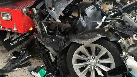 Teslaen som braste inn i en brannbil i Utah i USA før helgen ble trolig totalvrak.