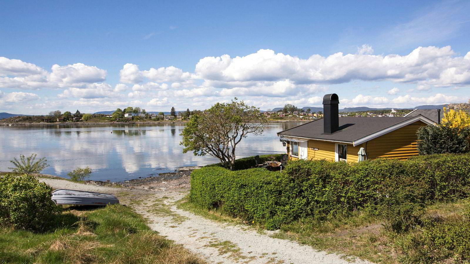 En 33 kvadratmeter stor hytte med enkel standard har knust den tidligere prisrekorden for småhytter på Lindøya i Oslo.