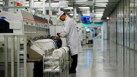 Huawei har åpnet fabrikker og laboratorier i Shenzhen for journalister fra hele verden denne uken som en del av en sjarmoffensiv. Samtidig er selskapet på offensiven og saksøker Canada og USA.