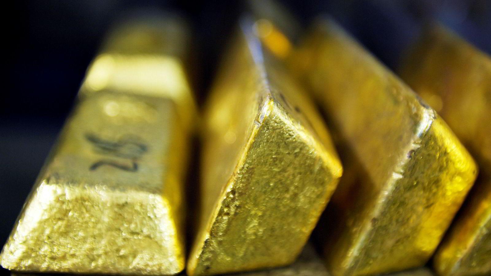 En norsk snekker skal ha bidratt til at cirka 397 kilo gull ble tatt inn i Norge uten at det ble betalt innførselsmoms.
