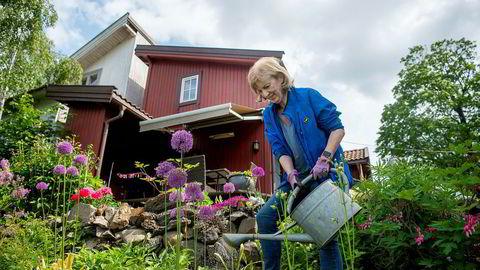 Etter et langt liv som leder i statsforvaltningen oppfordrer Ida Børresen til debatt om at politikere presser statsforvaltningen til å bryte arbeidstidsbestemmelser de selv har vedtatt.