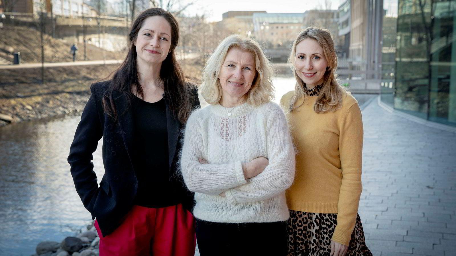 Innholdssjef Janne Johannessen (fra venstre), kommentator Anita Hoemsnes og journalist Jorun Sofie F. Aartun i Dagens Næringsliv styrer Facebook-gruppen DN Kvinner.