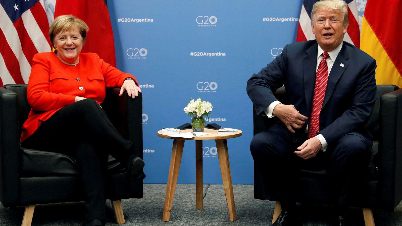 Tyskere flest har liten eller ingen tillit til USAs president Donald Trump. Her er Trump sammen med forbundskansler Angela Merkel under G20-toppmøtet i  Buenos Aires i desember ifjor.