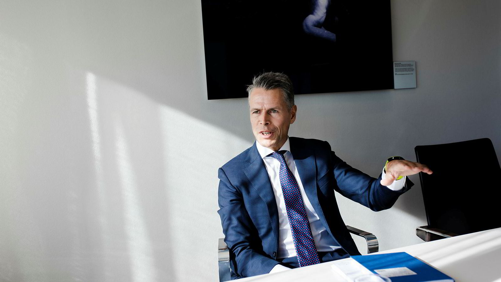 Internasjonale fond står i kø for å kjøpe seg inn i norske vindparker, men foreløpig uteblir norske investorer, ifølge Peter Knutzen, ansvarlig for investeringer i fornybar energi i Swedbank.