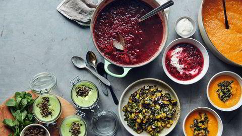 Tre gode supper. Erte-, broccoli- og ingefærsuppe, rødbetsuppe og søtpotet- og linsesuppe. Se oppskrift på de tre suppene nederst i saken