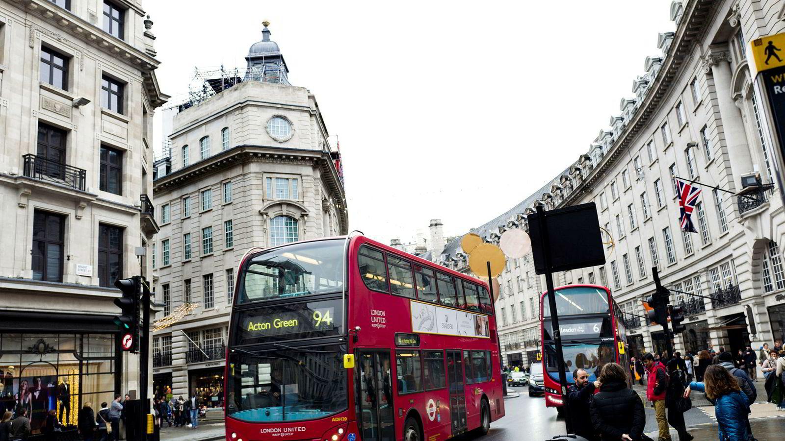 Oljefondet har siden starten høstet gevinster av en relativt stabil og velorganisert internasjonal orden. Det er også lett å se at for en investor er det hensiktsmessig å ha klare mål og enkle regler. Bildet er fra Regent Street i London.