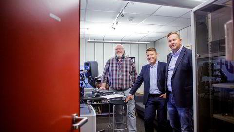 – Hvis vi ikke hadde samarbeidet, ville vi vært prisgitt internasjonale, kommersielle aktører, sier NRKs radiosjef Jon Branæs (fra venstre), sammen med P4-direktør Kenneth Andresen og sjef Lasse Kokvik i Bauer-gruppen. Foto: Javad Parsa
