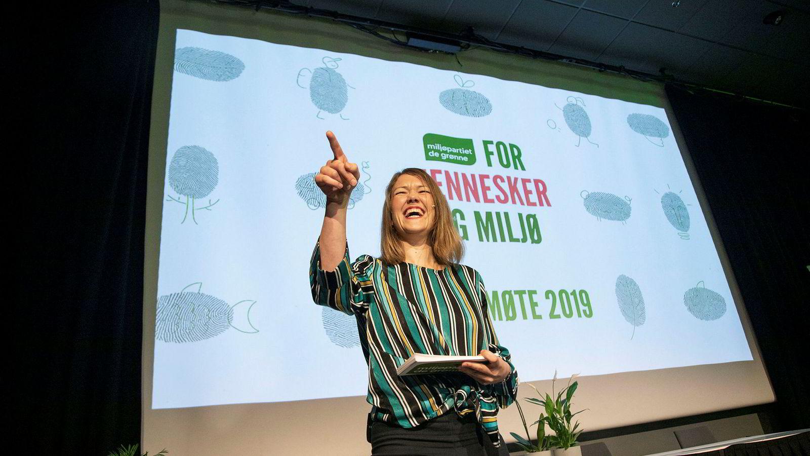 Nasjonal talsperson Une Bastholm tok opp fremtiden for pekebøker da hun holdt tale på MDGs landsmøte.