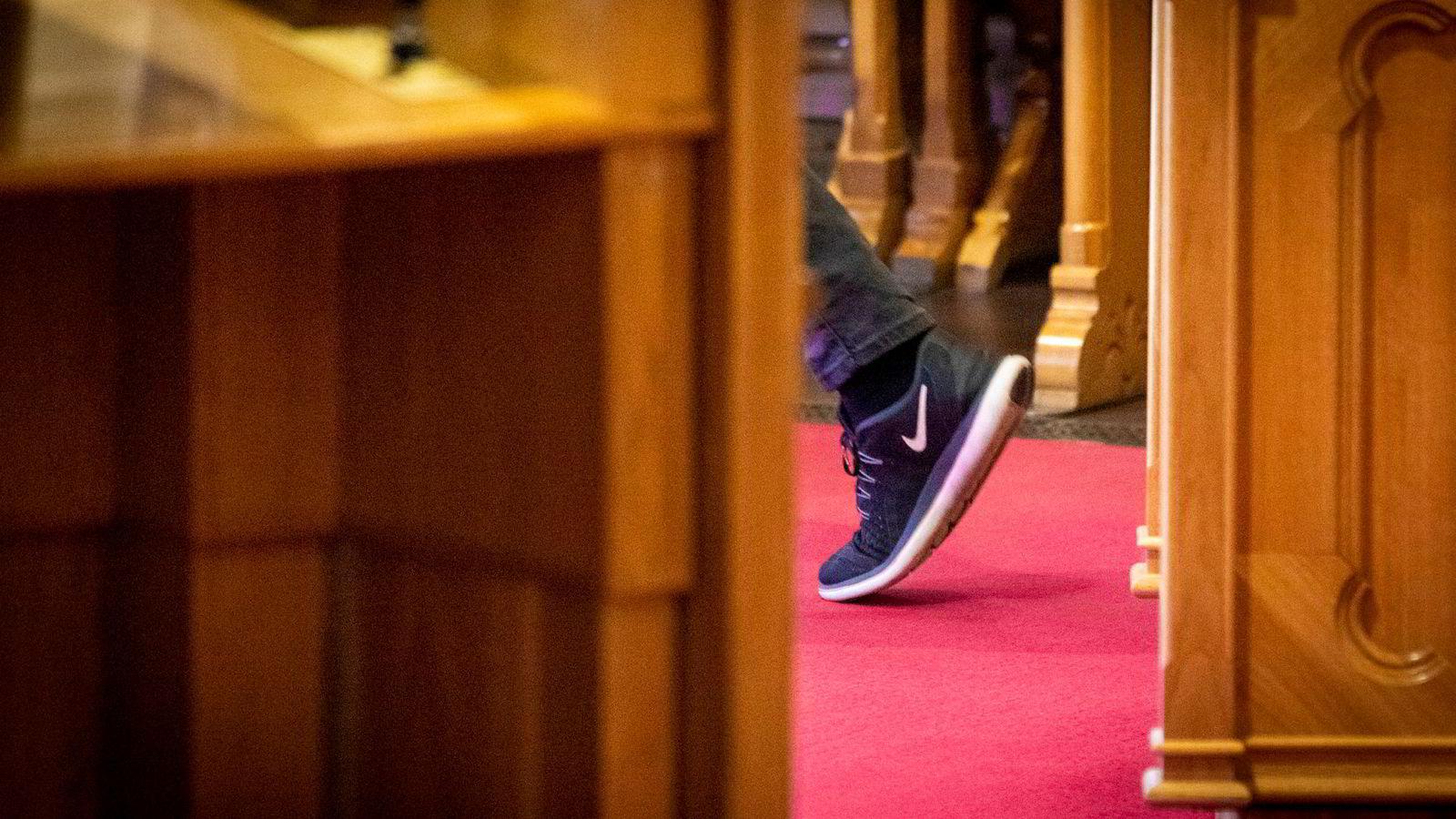 Rødt-leder Bjørnar Moxnes' revolusjon kommer i behagelige sko. I Stortingets spørretime onsdag ba han om en helhetlig plan.