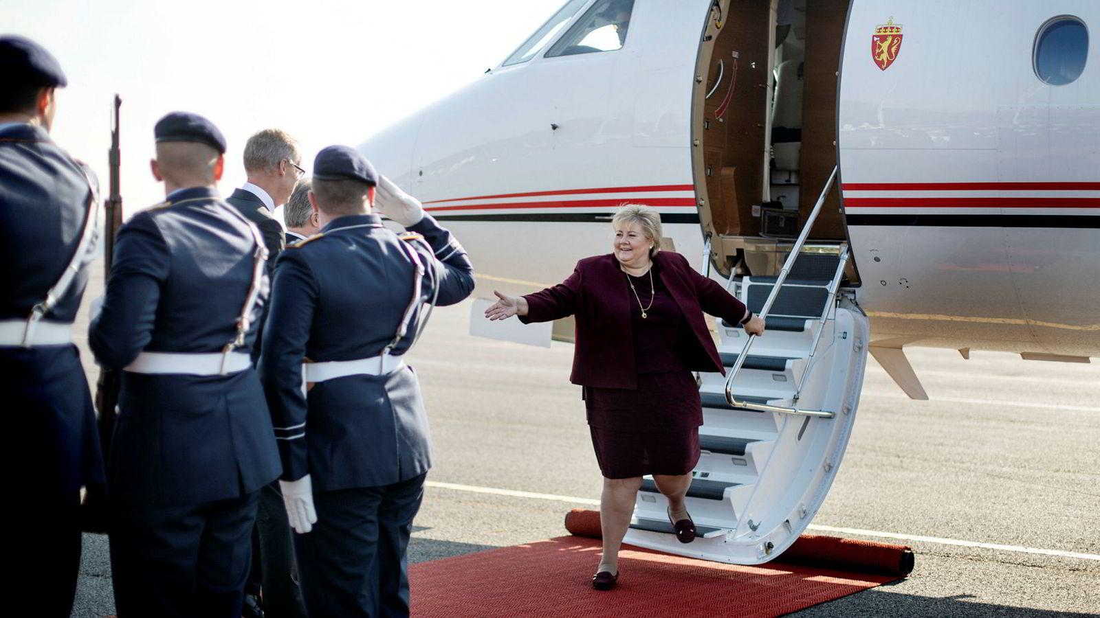 Tirsdag morgen landet statsminister Erna Solberg til æresgarde i Berlin der hun blant annet skulle møte Tysklands forbundskansler Angela Merkel.