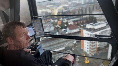 50 meter over nyboligprosjektet Møllers Hage på Løren i Oslo har kranfører Halvor Jubskaas utsikt over store deler av hovedstaden.