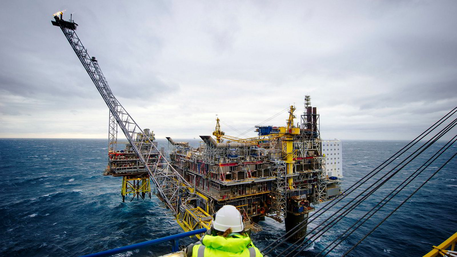 Oljeindustrien er Norges viktigste, men vi må bli mindre oljeavhengige i fremtiden. Her fra Oseberg-plattformen i Nordsjøen.