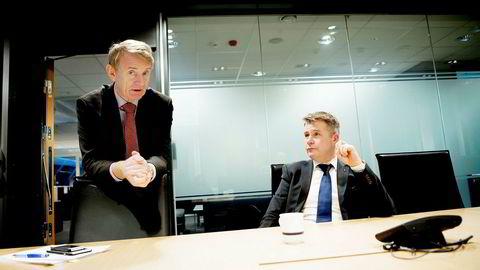Departementsråd Tor Saglie (til venstre) og justisminister Per-Willy Amundsen lover å få opp farten på journalføringen av saker i postlistene.