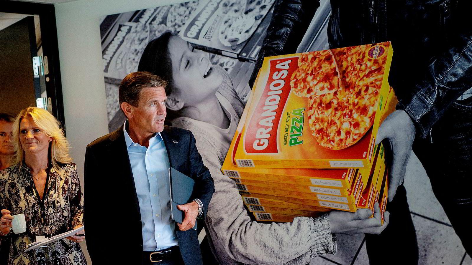 Aksjemarkedet reagerte knallhardt på skuffende resultater fra Orklas konsernsjef Peter A Ruzicka og Ann-Beth Freuchen som blir ny sjef i Orkla Foods, og sendte aksjen ned en av sine største nedturer på 25 år.