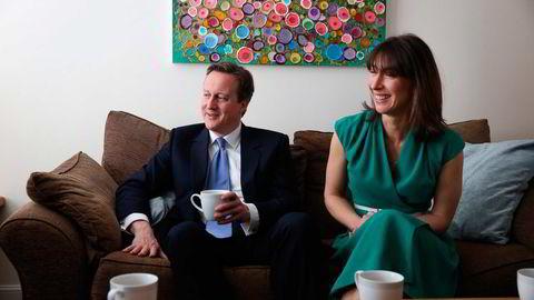 Samantha Cameron, gift med statsminister David Cameron, trer frem i rampelyset. Målet er å sikre ektemannen valgseier.  Foto: Peter Macdiarmid