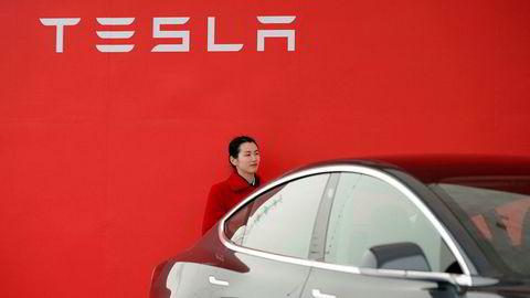 Tesla tilbakekaller over 14.000 biler i Kina på grunn av potensielt farlige kollisjonsputer.