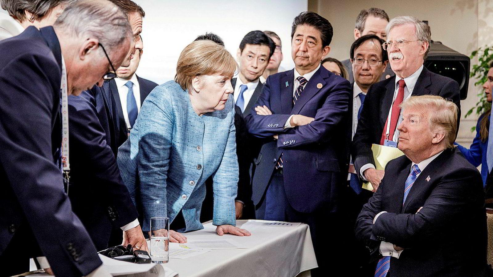 Den avgåtte forsvarsministeren Johnny Mattis var bufferen mellom Trump og Natos medlemsland i Europa, og han modererte det amerikanske kravet. Her er president Trump og nasjonal sikkerhetsrådgiver, John Bolton, på G7-møtet i Charlevoix i Canada i fjor sommer.
