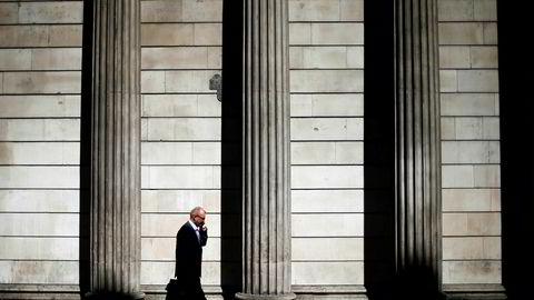 Barclaysventer at Bank of England vil nedjustere sentralbankens økonomiske prognoser neste uke i forbindelse med fremleggelsen av bankens inflasjonsrapport.