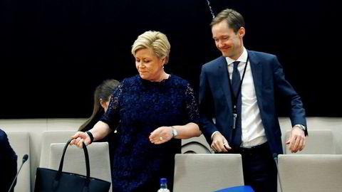 Finansminister Siv Jensen måtte igjen møte til høring i SSB-saken. Her sammen med ekspedisjonssjef Amund Holmsen.