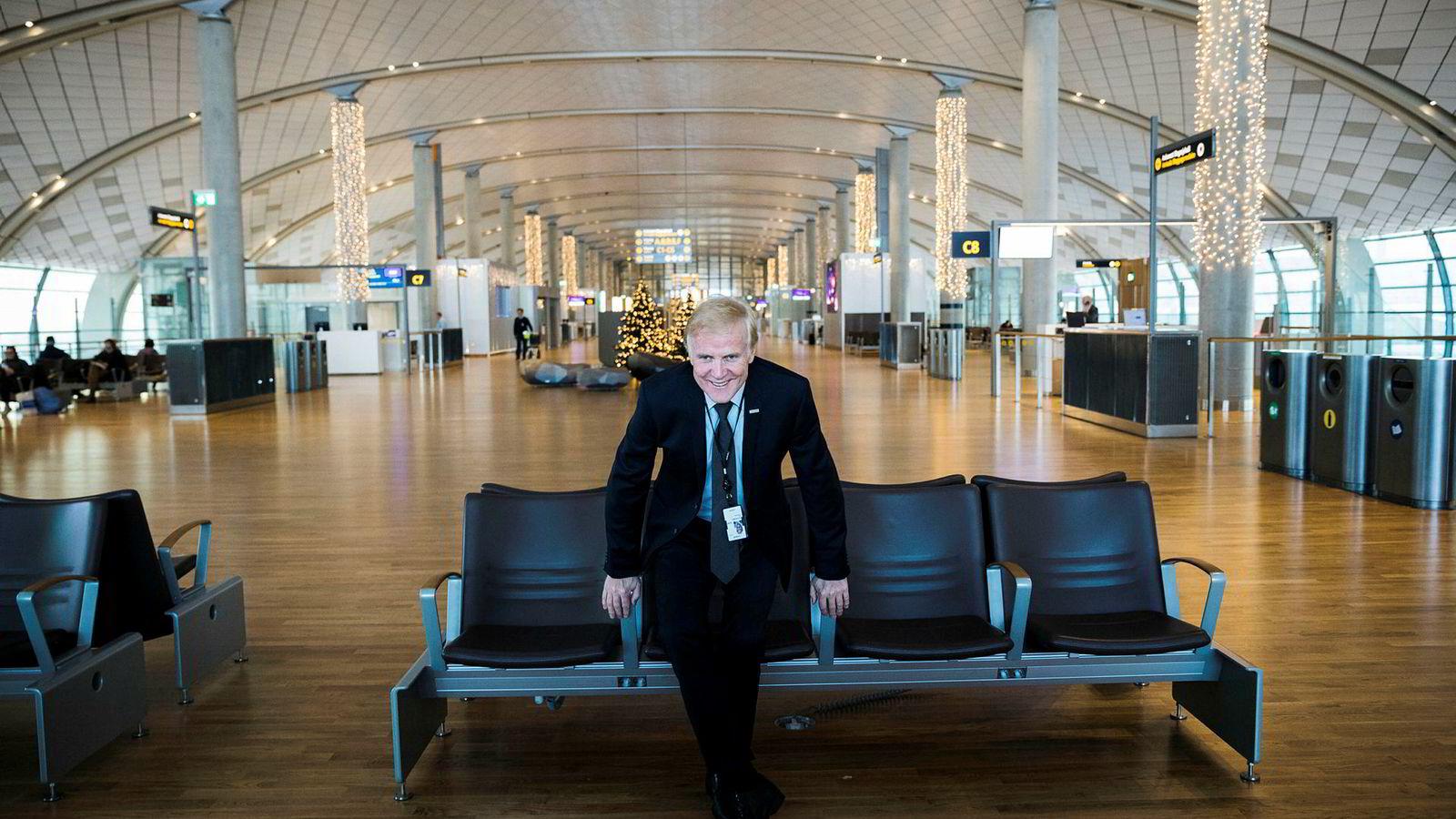 Avinor-sjef Dag Falk-Petersen sier at kostnadene må kuttes etter flere år med store investeringer – som her i den nye passasjerterminalen på Oslo lufthavn.