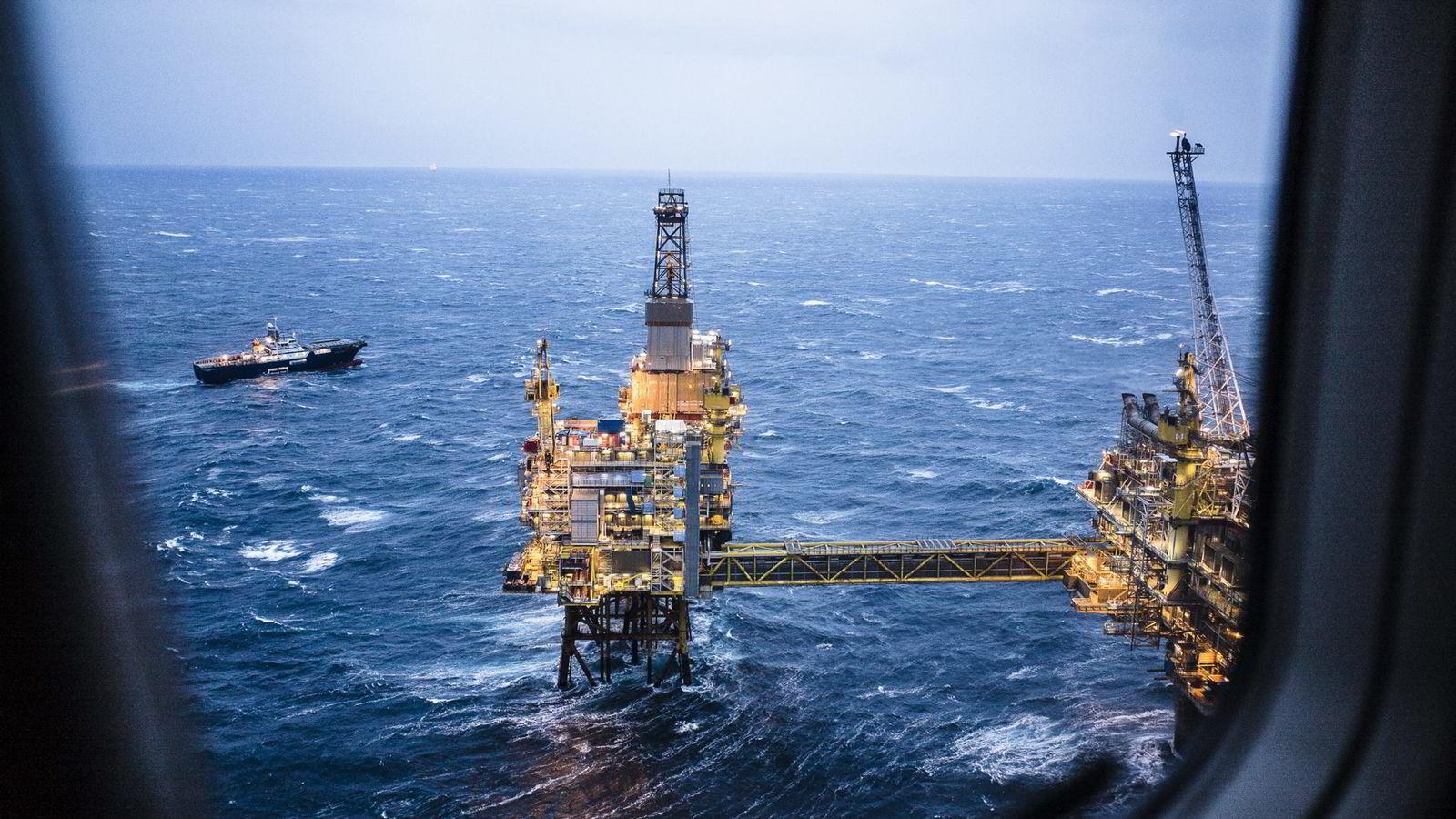 Oljemarkedet leter etter en kortsiktig bunn i prisen.