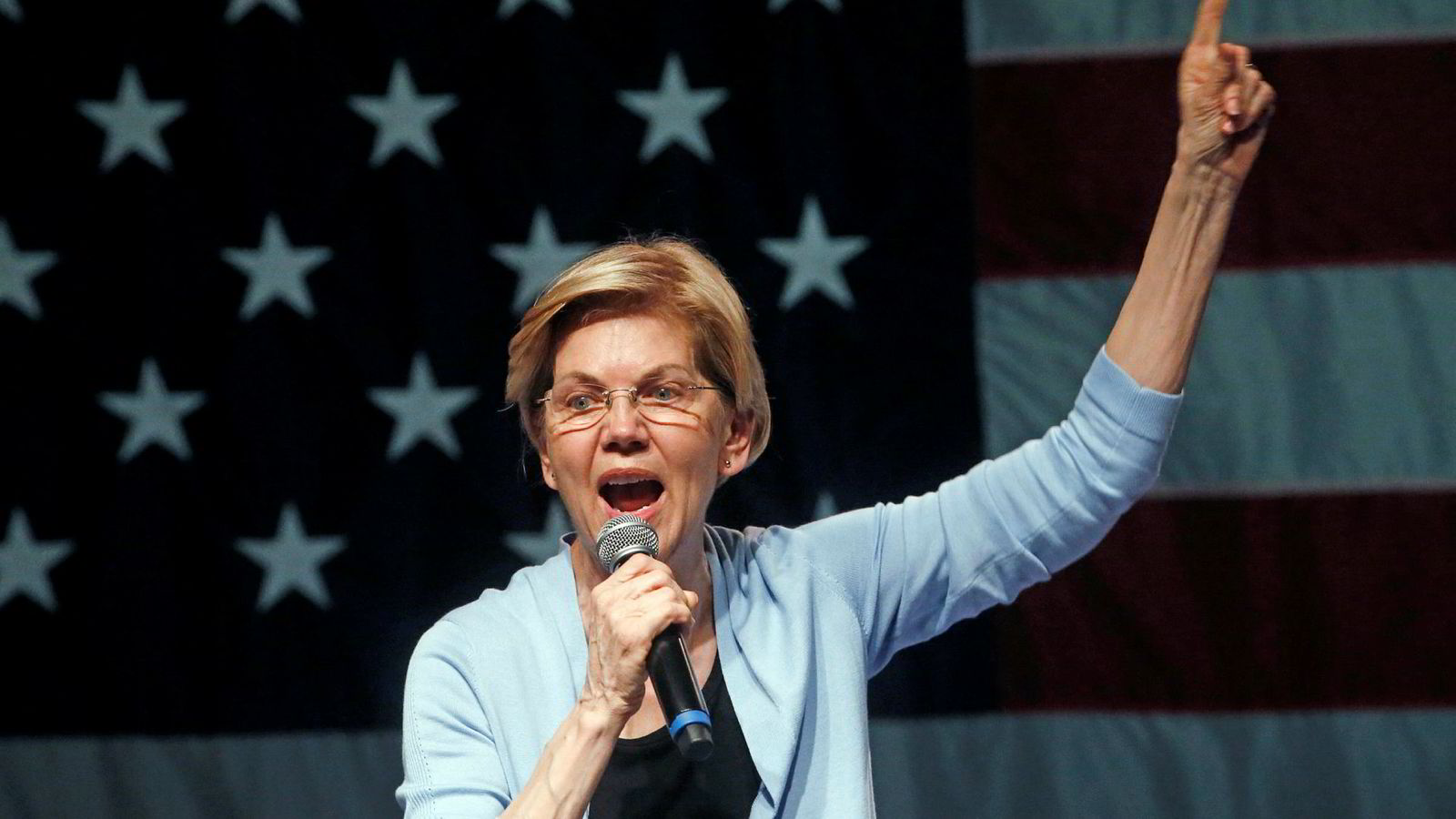 Senator Elizabeth Warren krever at president Donald Trump stilles for riksrett på bakgrunn av opplysningene som kommer fram i spesialetterforsker Robert Muellers rapport.