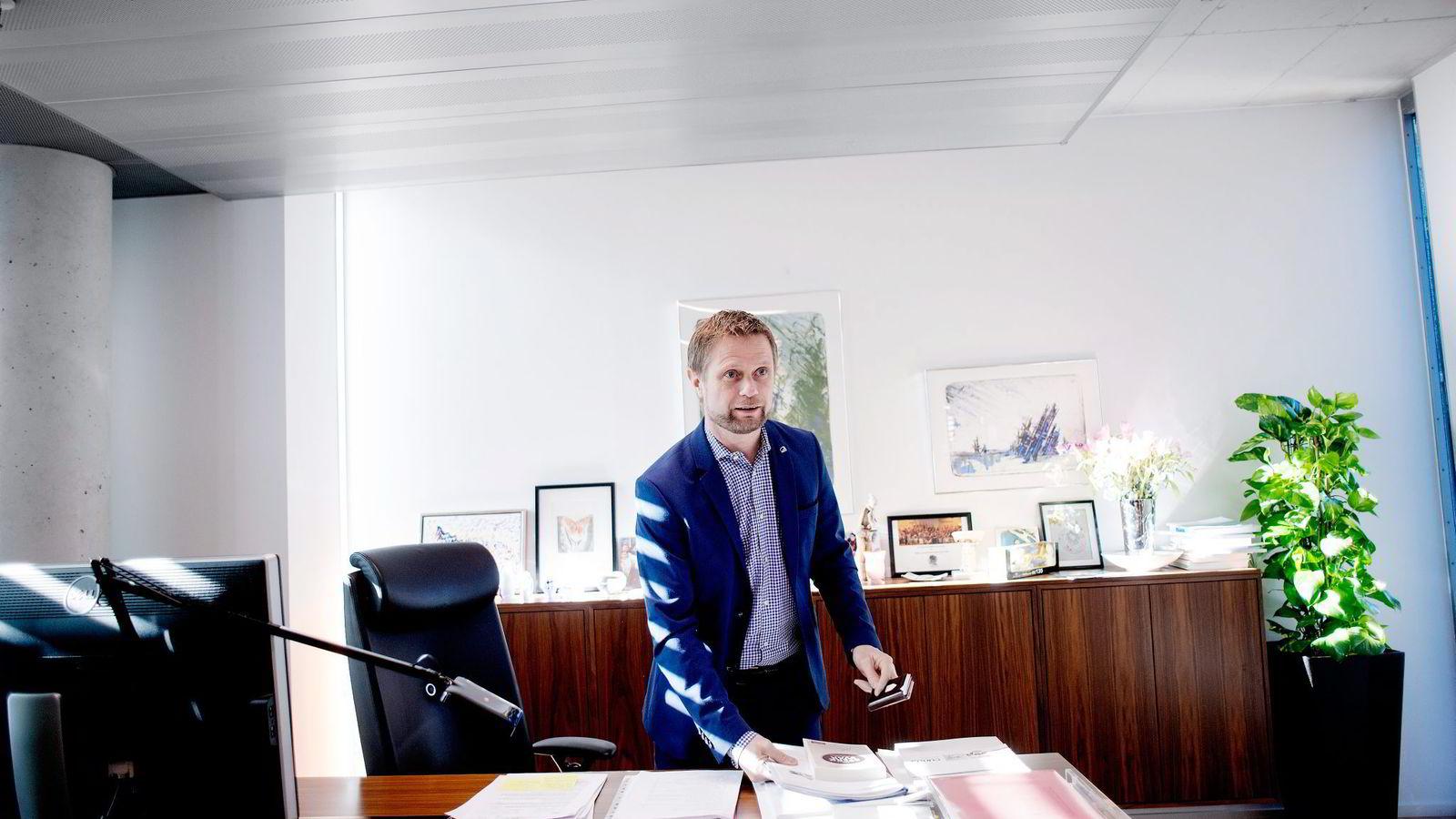 Det er ingen lege som vil være fastlege som ikke kan få en praksis gratis, sier helseminister Bent Høie.