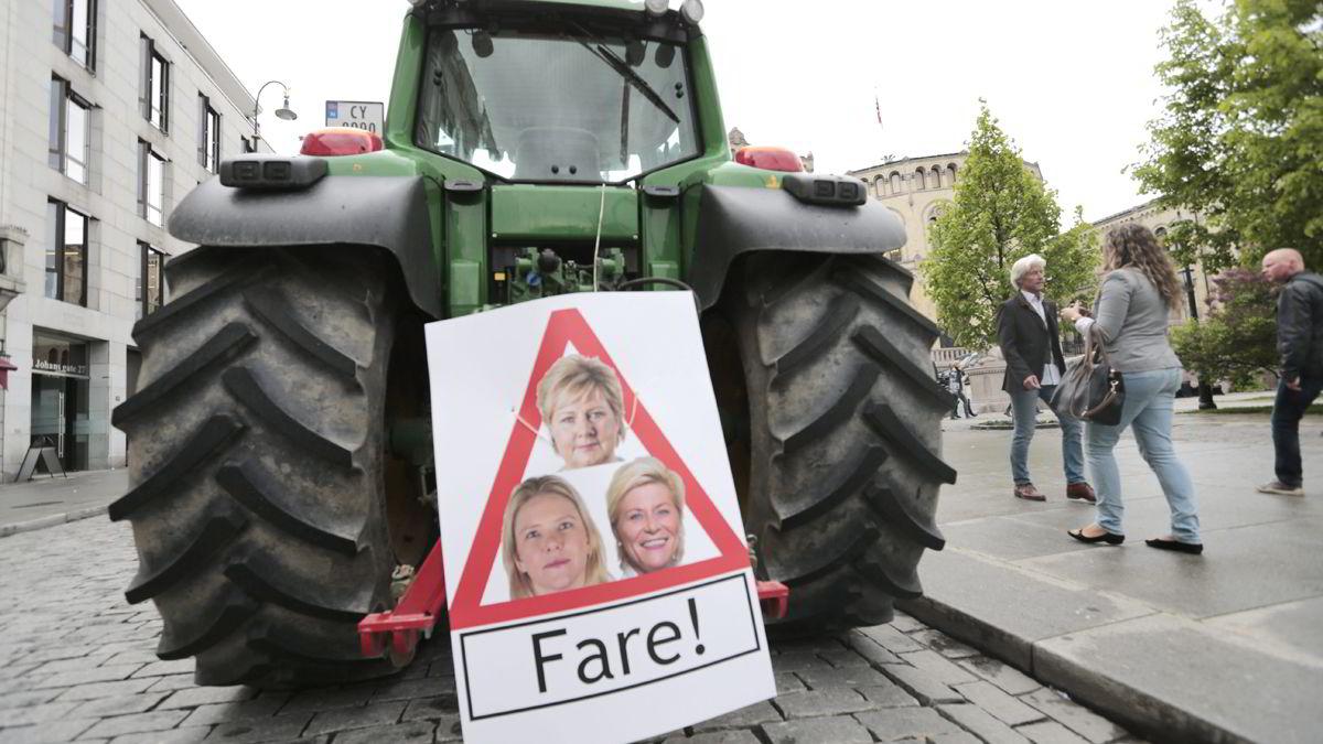 Høy gjeennomsnittsalder blant norske bønder er en utfordring. Bilder er fra en aksjon mot landbruksoppgjøret ifjor.  Foto: Lise Åserud /