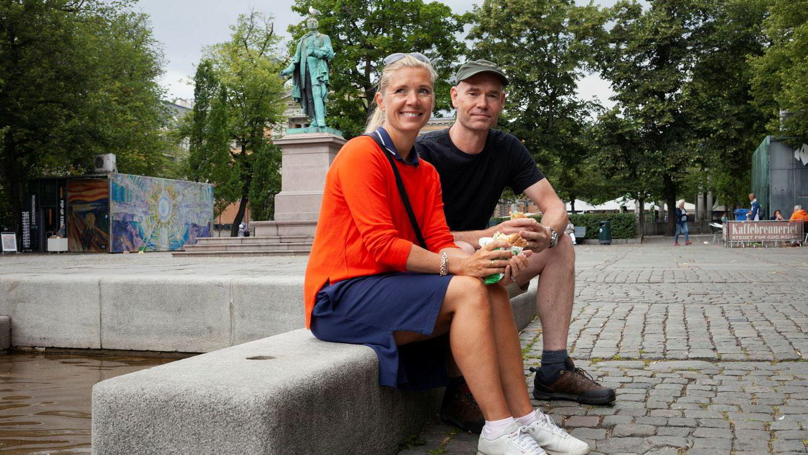 Stig Løset (49) og Line Lyng Løset (46) er ikke fornøyd med Nents oppkjøpsraid av vintersportsrettighetene. Foto: Knut Egil Wang
