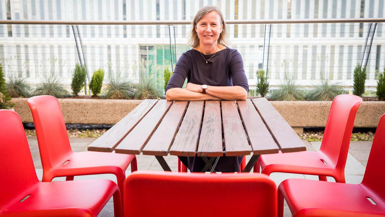 – Jeg synes norske mobilbrukere skal få mer data for pengene, sier Elisabeth Aarsæther, direktør i Nkom.