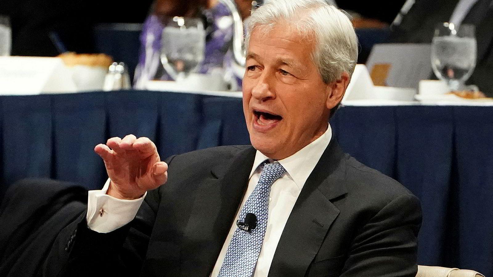 Toppsjefen for den amerikanske storbanken JPMorgan Chase, Jamie Dimon, frykter konsekvensene for verdensøkonomien hvis Kina går på en vekstsmell.