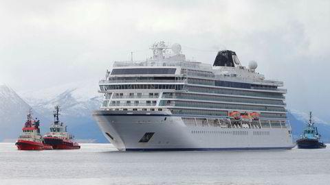 Cruiseskipet Viking Sky ankom Molde søndag etter problemene som oppstod over Hustadvika i Møre og Romsdal lørdag.