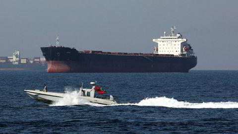 Et fartøy fra Irans marine deltar i National Persian Gulf day i Hormuzstredet 30. april i år, som markerer dagen da Sjaen av Iran drev portugisiske skip ut av området på 1600-tallet.