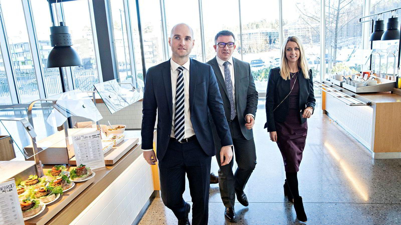 Aker BP-sjef Karl Johnny Hersvik (46) var flankert av sine to påtroppende konserndirektører Lene Landøy (39) og David Torvik Tønne (33) under selskapets kapitalmarkedsdag på Fornebu torsdag.