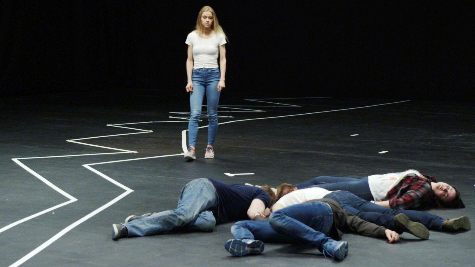 «Rekonstruksjon Utøya» lykkes med å komme tettere på ved å strippe filmen for all staffasje og la hukommelsens bearbeidelse spille hovedrollen.