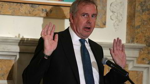 Storbritannias ambassadør i Washington, Kim Darroch, får full støtte av egen regjering for sine beskrivelser av Donald Trump.