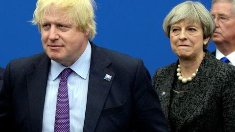 Storbritannias tidligere utenriksminister Boris Johnson er ikke nådig i sin karakteristikk av statsminister Theresa Mays brexit-plan.